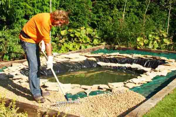 construcción estanque de peces